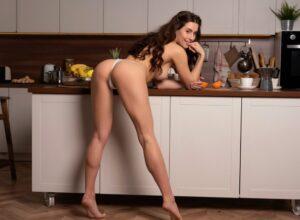 проститутка на кухне